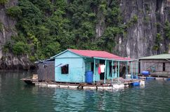 Maison de flottement photos stock