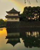 Maison de garde japonaise se reflétant en fossé photo libre de droits