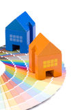 Maison de jouet au-dessus d'une palette Photographie stock libre de droits
