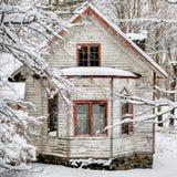 Maison de l'hiver photo libre de droits