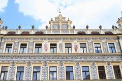 Maison de la Renaissance avec le graffiti dans Pisek photo stock