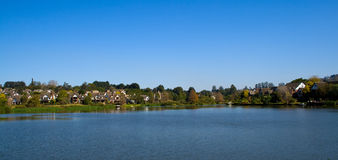 Maison de lac Images stock