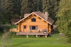 Maison de logarithme naturel en Alaska photos stock