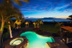 Maison de luxe avec la piscine Images stock