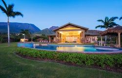 Maison de luxe avec la piscine Photo stock