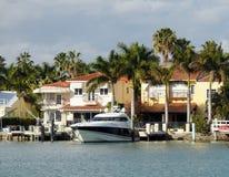 Maison de luxe de bord de mer Photos stock
