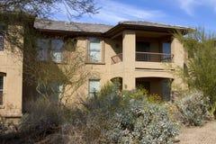 Maison de luxe moderne neuve de terrain de golf de désert Photographie stock