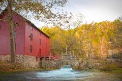 Maison de moulin de source de ruelle Photo stock