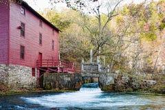 Maison de moulin de source de ruelle Image libre de droits