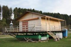Maison de natation pendant la saison sèche Images libres de droits
