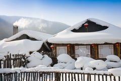 Maison de neige de l'hiver photographie stock libre de droits