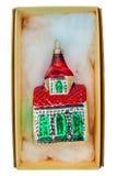Maison de Noël emballée par vintage d'isolement sur le blanc Photographie stock libre de droits