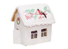 Maison de pain d'épice de Noël avec un oiseau et un rouge Image libre de droits