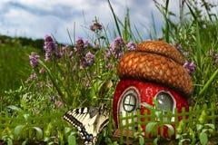 Maison de papillon des fraises Photographie stock libre de droits