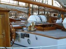 Maison de paquet sur le vieux bateau illustration stock