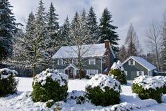 Maison de pays de l'hiver Image stock