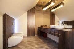 Maison de pays - partie supérieure du comptoir de salle de bains photos stock