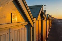 Maison de plage colorée de hutte de plage de Brighton le long de la côte de Brighton Pier Images stock