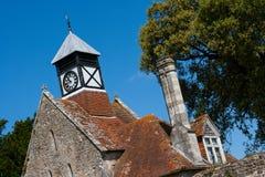 Maison de porte d'abbaye et tour d'horloge médiévales photos libres de droits