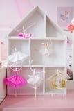 Maison de poupée avec des ballerines Images stock