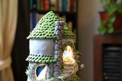 Maison de poupée en céramique faite d'argile image libre de droits