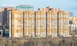 Maison de rapport moderne dans un secteur residental à Moscou Photos stock