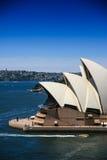 Maison de Sydney Opera avec la ville de fond Photo stock