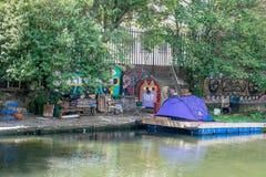 Maison de tente sur le bord du quai de Londres Photographie stock libre de droits