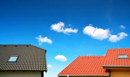 Maison de toit avec le toit carrelé photo libre de droits