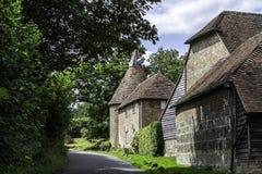 Maison de touraille sur une ruelle de pays dans le Sussex photos stock