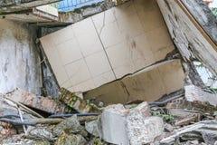 Maison de tremblement de terre Photographie stock libre de droits