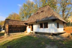 Maison de village de la région moldavienne de la Roumanie photos stock