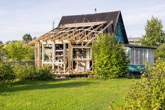Maison de village en construction Images libres de droits