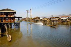 Maison de village sur le lac Inle Images stock