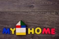 Maison de Word des lettres en bois Photos stock
