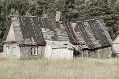 le vieux logement la d molition de la maison en bois photo stock image 50751664. Black Bedroom Furniture Sets. Home Design Ideas
