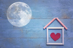 Maison douce à la maison, lune photo stock