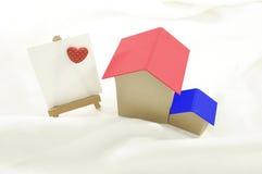 Maison douce romantique et papier rouge paiting de coeur pour le dessin ou le W Image libre de droits