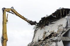 Maison en béton pour la démolition sans fenêtres Photo stock