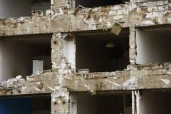Maison en béton pour la démolition sans fenêtres Photo libre de droits