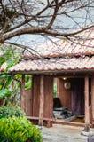 Maison en bois locale traditionnelle de l'Okinawa Image libre de droits