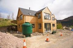 Maison en bois neuve. Images stock