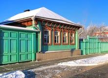la maison russe en hiver photo stock image du vert nature 14107504. Black Bedroom Furniture Sets. Home Design Ideas