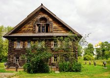 Maison en bois russe dans le musée de l'architecture en bois dans Kos Images libres de droits