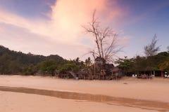 Maison en bois sur la plage Photographie stock libre de droits