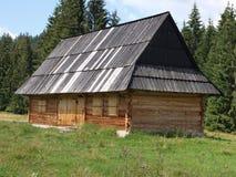Maison en bois traditionnelle de montagne Image stock