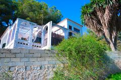 Maison en Espagne avec les usines et le patio Photos stock