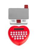 Maison en forme de coeur et miniature de calculatrice Photos stock