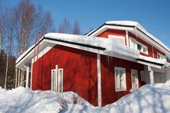 Maison en hiver photo stock