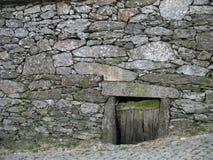 Maison en pierre photos libres de droits